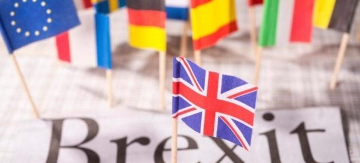 Неожиданный Brexit обвалил фунт и евро, рынки лихорадит